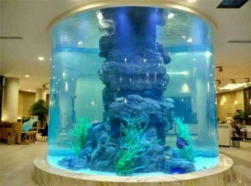 kryształowy akwarium